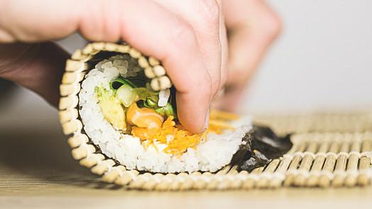 5 kroků kdokonalému sushi. Připravte nejznámější maki rolky skoro jako vjaponské restauraci