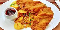 Máslo, sádlo nebo olej: Víte, který tuk je nejvhodnější na smažení řízků a který se hodí na palačinky?