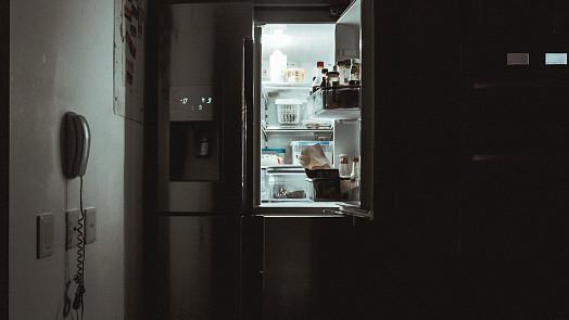 Je vaše lednice plná? Možná v ní máte těchto 9 potravin, které tam ale rozhodně nepatří!
