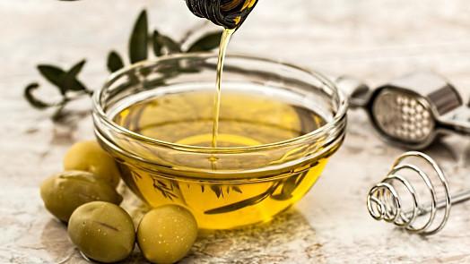 Porovnání olejů: Opravdu je olivový nejzdravější? A kterému druhu se raději vyhnout?