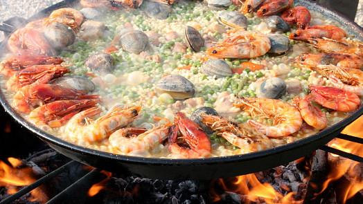 Jídlo španělských rolníků, které dobylo svět. V původní paelle byste mořské plody nenašli