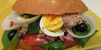 Znáte francouzský sendvič pan bagnat? Variace salátu vbagetě vás možná překvapí!