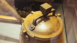 """Hrnec, nebo časovaná bomba? První """"papiňák"""" sloužil alchymistům k výrobě zlata"""