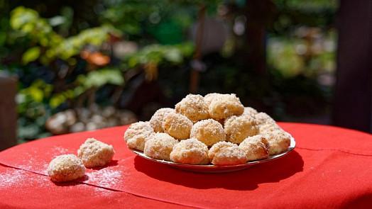 Pečení na neděli: Zkuste svatební mini koláčky plněné tvarohem a máčené vrumu!