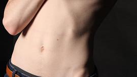 Překvapivá fakta o trávení: Vyšetření žaludku lékaři zavedli díky německému polykači nožů