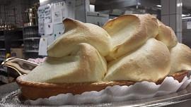 Znáte nadýchaný dezert Salzburger Nockerln? Vypadá jako tři zasněžené kopce u Salzburku