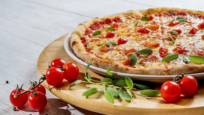 Pizza podle Masterchefa potřebuje omáčku z čerstvých rajčat, buvolí mozzarellu a pár facek!