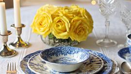Připravte se na Velikonoce slavnostně vyzdobeným stolem! Jak ho správně prostřít?