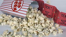 Odhalte tajemství popcornu: Kdy se svět zbláznil do křupavých kukuřičných pukanců?