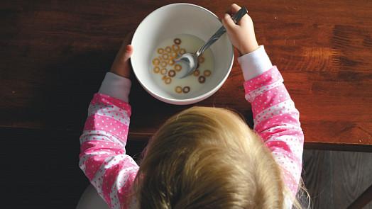 Čím krmit děti od jednoho do tří let? Vzorový jídelníček pro novopečené maminky