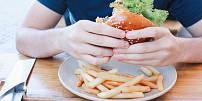 """Známá řčení o jídle: Kdo slavný řekl, že """"hlad je nejlepší kuchař"""" a proč """"pozdní hosti jedí kosti""""?"""