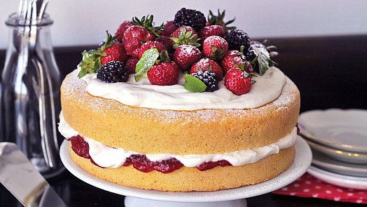 Lehké dorty na jaro: Chce to tvaroh a čerstvé ovoce. Pro děti připravte jedinečný palačinkový