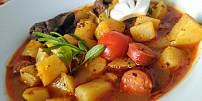 Uvařte si buřtguláš! Levné trampské jídlo skvěle zasytí celou rodinu a hotové je raz dva