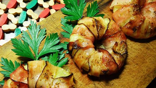 Jak ozvláštnit grilování? Zkuste ananas ve slanině nebo třeba grilovaná jablka