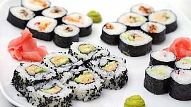 Snadný návod na výrobu domácího sushi: Japonskou dobrotu hravě zvládnete!