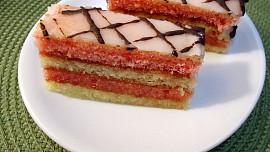 Retro okénko: Vzpomínáte na punčák? Upečte si oblíbený zákusek českých cukráren