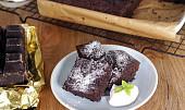 Geniální brownies: Jak připravit slavný čokoládový dezert rychle, dietně a klidně i bez mouky?