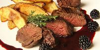 7 triků, jak připravit dokonalý steak: Chce to kvalitní maso i pánev a pár snadných vychytávek