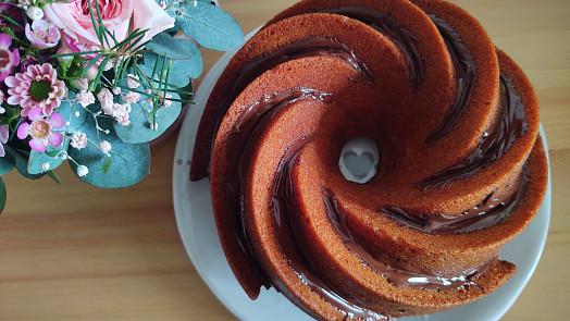 5 nejlepších hrníčkových moučníků: Bez vážení upečete ořechovou bábovku, švestkový koláč nebo nadýchané koblihy