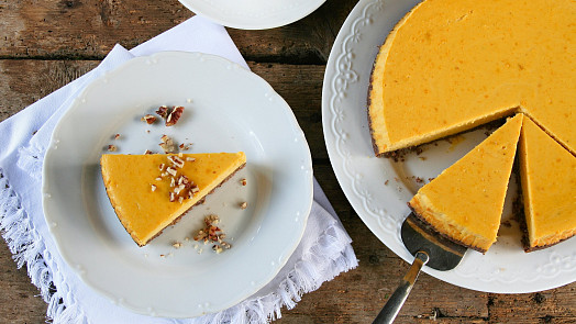 Dýňový cheesecake: Jak na něj, aby byl dokonalý? Chuti pomůžou ořechy i koření!