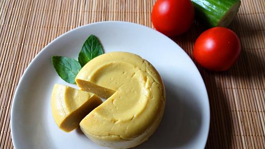 Vyrobte si domácí veganský sýr! Je to snadné, zdravé a chutné
