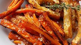 Hranolky nemusí být jen z brambor. Jak na slavné batátové nebo zdravé mrkvové?