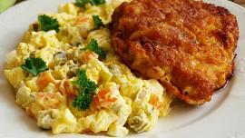 Osvědčené rady, jak na nejlepší bramborový salát: Chce to kvalitní okurky a hodně vajec!