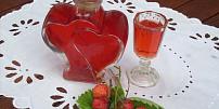 Voňavé jahodové drinky: Vyzkoušejte frappé, vanilkový koktejl nebo slaďoučký likér