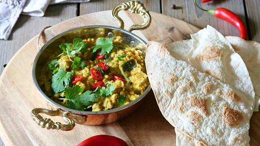 Uvařte si indický čočkový dhal. Tohle jídlo voní kořením a zvládnete je připravit snadno doma!