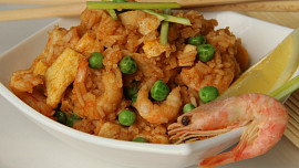 Co s plonkovou suchou rýží? Připravte si indonéskou specialitu Nasi Goreng!