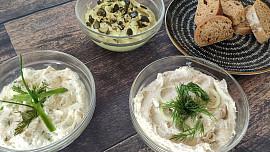Co na chleba? Zkuste avokádovou, tvarůžkovou nebo česnekovou pomazánku