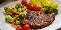 Jídla ze zbytků: Co se zavadlou zeleninou? Využít se dá do sekané i do polévky
