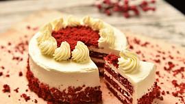 Red Velvet Cake: Jak vznikl ikonický americký dort a odkud má svou červenou barvu?