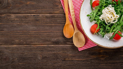 Víc veganů, domácí fermentace a eko obaly: 10 trendů v jídle, které budou v roce 2021 úplně všude