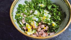 Byliny v kuchyni: Petržel je víc než ozdoba na talíř, léčilo se s ní už v 16. století