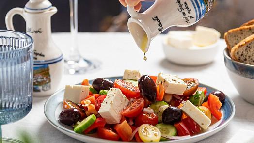 Zálivka je koruna salátu! Dotáhněte klasiku k dokonalosti, anebo vyzkoušejte něco nového!