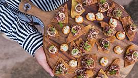 Co je to finger food? Ideální jídlo na párty, za které vás hosté budou milovat!