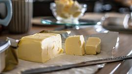 Otázky a odpovědi o másle: Jak vyrobit lahůdkové hnědé? A je ghí opravdu zdravější?