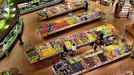 Světový den spotřebitelských práv: Jak reklamovat v restauraci a kdo vás chrání v supermarketu?