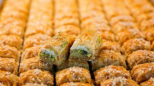 Lepkavý dezert plný oříšků: Upečte si pravou řeckou baklavu…nebo tureckou?
