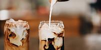 Pomalu a za studena: Jak připravit ledovou kávu způsobem cold brew?