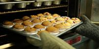 Odměřujeme bez váhy: Kolik gramů je lžíce másla nebo hrnek mouky?