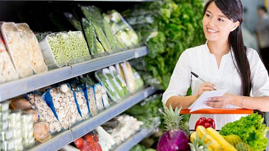 Tipy, jak nakupovat potraviny, když chcete ušetřit i zhubnout