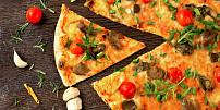 Nejlepší těsto na pizzu: Dáte přednost klasickému kynutému nebo květákovému?