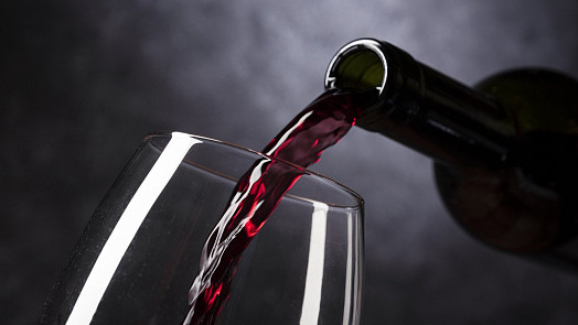 Škoda kapky, která přijde na zmar: Jak dlouho vydrží otevřené víno v lednici?