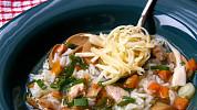 Hovězí polévky s nudlemi, kapáním i knedlíčky