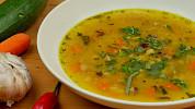 Luštěninové polévky se zeleninou, klobásou i uzeným masem