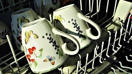 Vyčistit myčku na nádobí lze i bez chemie. Není to žádná věda