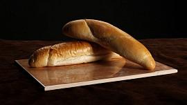 Správný postup tvarování a pečení rohlíků. Domácí mohou být lepší než od pekaře