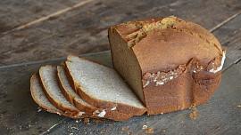 Jak na první chleba v domácí pekárně? Upéct ho zvládne téměř každý